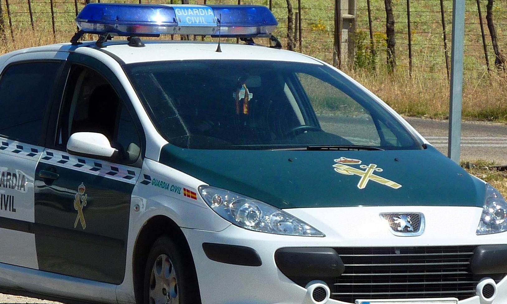 la guardia civil investiga el accidente.