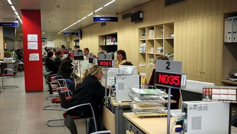 El paro baja en personas en castilla la mancha for Oficina de empleo